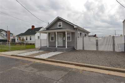 Freeport Single Family Home For Sale: 31 Dock Dr