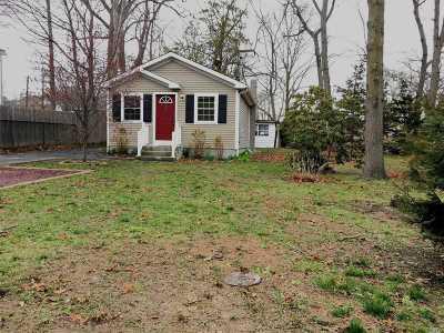 Ronkonkoma Single Family Home For Sale: 483 Michigan St