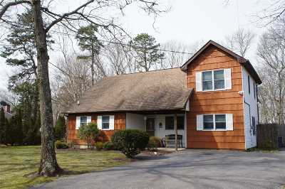 Center Moriches Single Family Home For Sale: 118 Chichester Ave