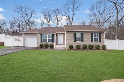 Selden Single Family Home For Sale: 2 Macintosh Ln