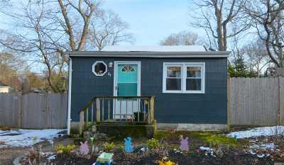 Selden Single Family Home For Sale: 84 Elmwood Ave