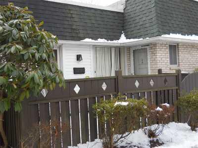 Medford Condo/Townhouse For Sale: 731 Blue Ridge Dr