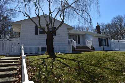 Farmingville Single Family Home For Sale: 122 Ridgewood Ave
