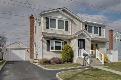 Levittown Single Family Home For Sale: 3719 Mallard Rd