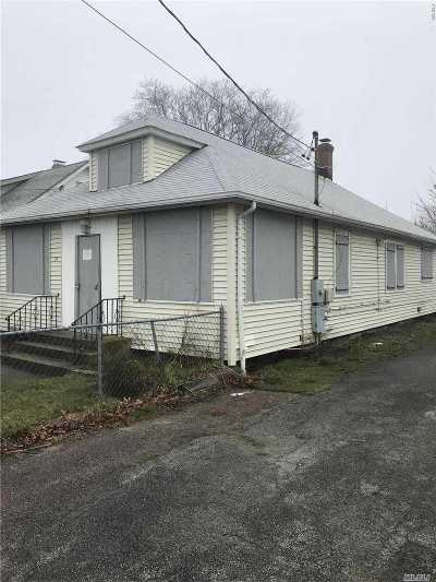 Bay Shore Single Family Home For Sale: 127 S Clinton Ave