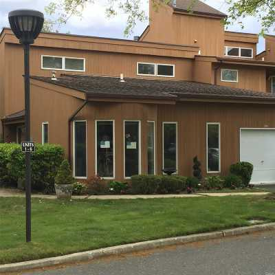 Hauppauge Condo/Townhouse For Sale: 1 Kristin Ln