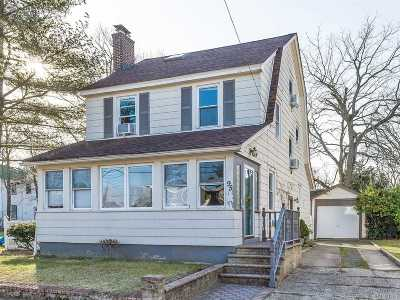 Woodmere Single Family Home For Sale: 95 Brower Ave