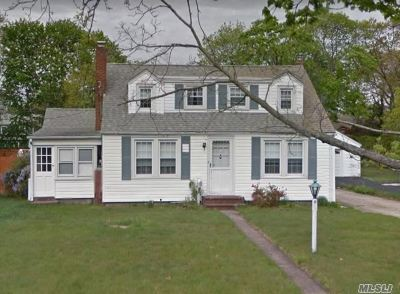 Patchogue Single Family Home For Sale: 34 Walnut Ave