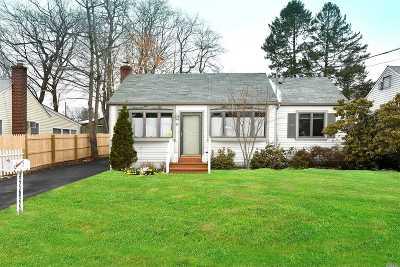 Huntington Single Family Home For Sale: 19 Ludlam St