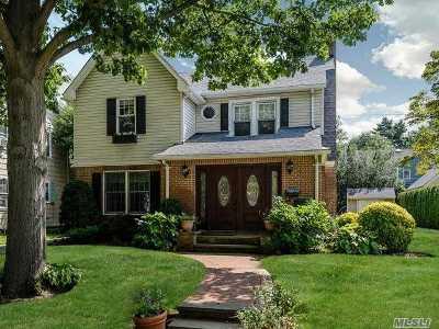 Garden City Single Family Home For Sale: 155 Brixton Rd