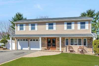 Hauppauge Single Family Home For Sale: 94 Wedgewood Dr