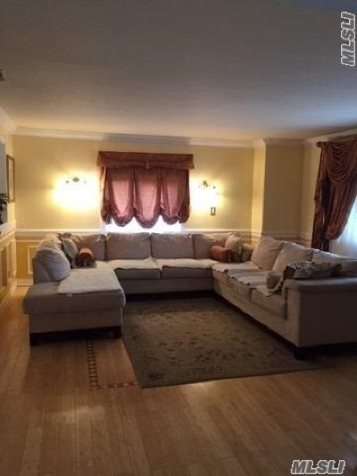 Hauppauge Single Family Home For Sale: 205 Old Post Rd