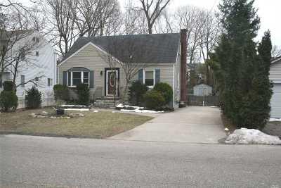 Huntington Single Family Home For Sale: 44 E 17th St