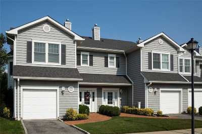 Freeport Condo/Townhouse For Sale: 49 Ocean Watch Ct #49