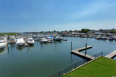Freeport Condo/Townhouse For Sale: 33 Ocean Watch Ct #33