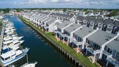 Freeport Condo/Townhouse For Sale: 60 Ocean Watch Ct #60