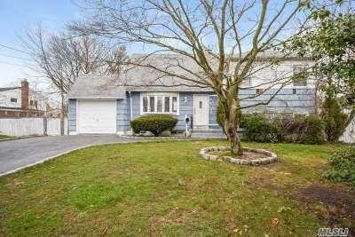 Bay Shore Single Family Home For Sale: 45 Cedar Dr
