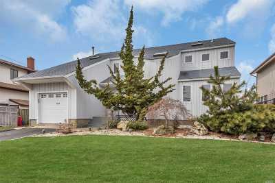 Freeport Single Family Home For Sale: 760 Guy Lombardo Ave