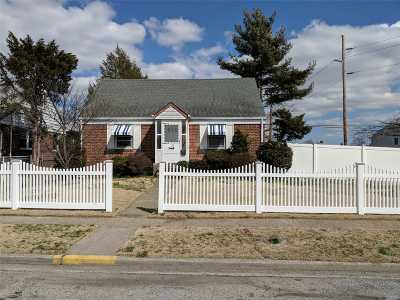 Hicksville Single Family Home For Sale: 53 McAlester Ave