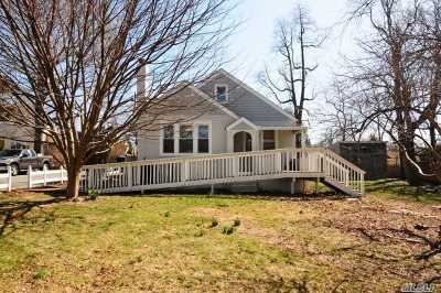 Huntington Single Family Home For Sale: 172 4th Ave