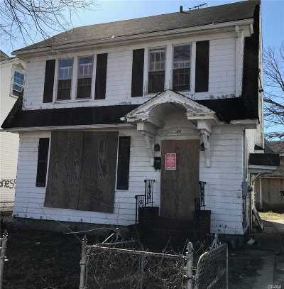 Hempstead Single Family Home For Sale: 24 Moore Ave