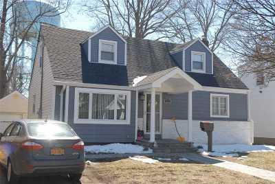 Merrick Single Family Home For Sale: 1892 Elsie Ave