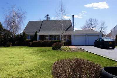 S. Setauket Single Family Home For Sale: 8 Thornridge Lane