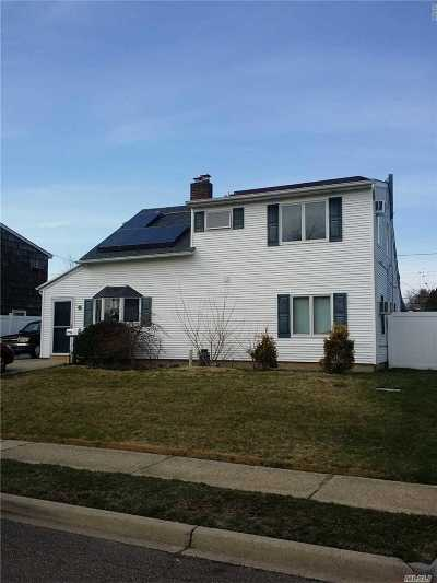 Levittown Single Family Home For Sale: 33 Redpoll Ln