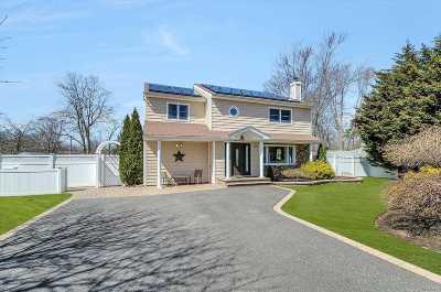 Ronkonkoma Single Family Home For Sale: 2218 Julia Goldbach Ave