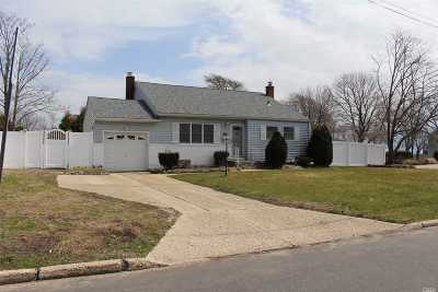 Bayport Single Family Home For Sale: 205 Bayview Ave