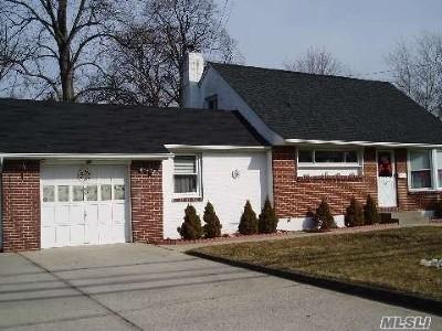East Islip Single Family Home For Sale: 69 Moffitt Blvd