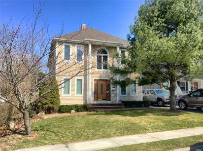Patchogue Single Family Home For Sale: 14 S Prospect Ave