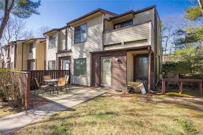 Coram Condo/Townhouse For Sale: 370 Woodland Ct