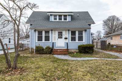 Patchogue Single Family Home For Sale: 185 Carman St