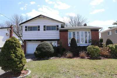 Farmingdale, Hicksville, Levittown, Massapequa, Massapequa Park, N. Massapequa, Plainview, Syosset, Westbury Single Family Home For Sale: 86 Cedar Rd