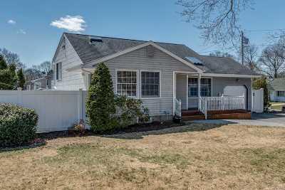 Selden Single Family Home For Sale: 19 Larry Rd