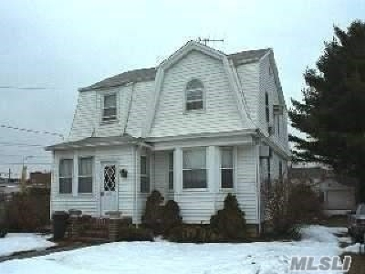 Woodmere Single Family Home For Sale: 20 Centre St