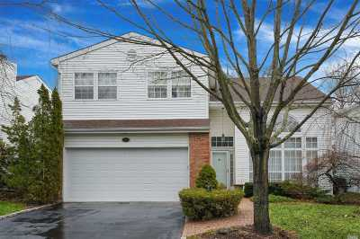 Commack Condo/Townhouse For Sale: 27 Hamlet Dr