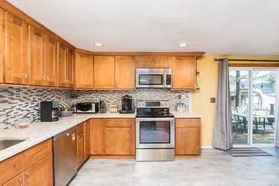 Medford Single Family Home For Sale: 29 Crooked Pine Dr