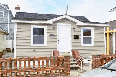 Long Beach Single Family Home For Sale: 67 Virginia Ave