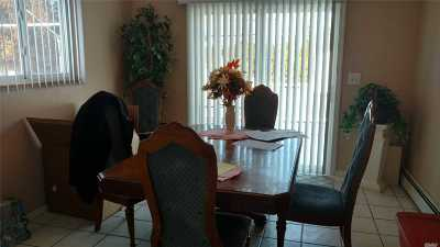 Bay Shore Single Family Home For Sale: 19 Toppy Ln