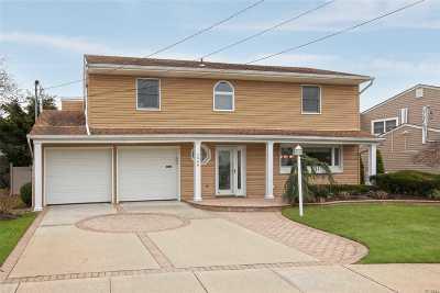 Merrick Single Family Home For Sale: 2066 Blanche Ln