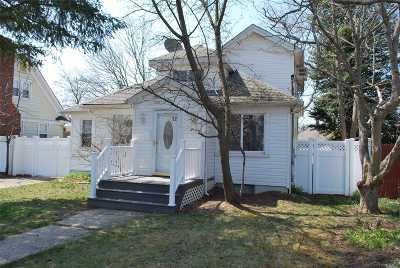 Bay Shore Single Family Home For Sale: 32 Burchell Blvd