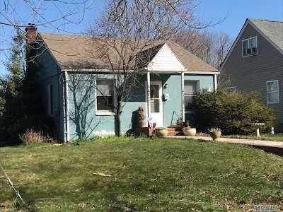 Huntington Single Family Home For Sale: 113 Henry St