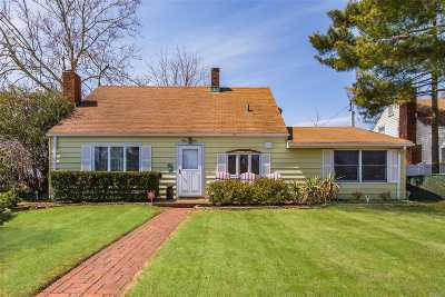 Levittown Single Family Home For Sale: 64 Spring Ln