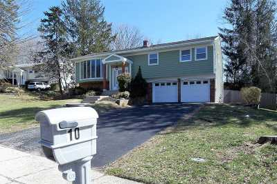 Hauppauge Single Family Home For Sale: 10 Bud Ct