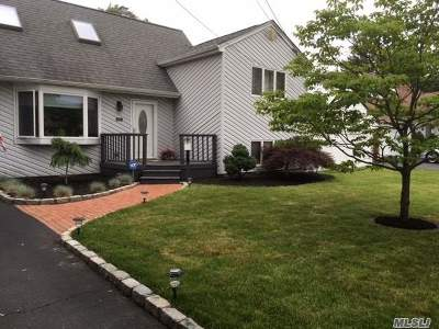 Bay Shore Single Family Home For Sale: 1470 Baldwin Blvd
