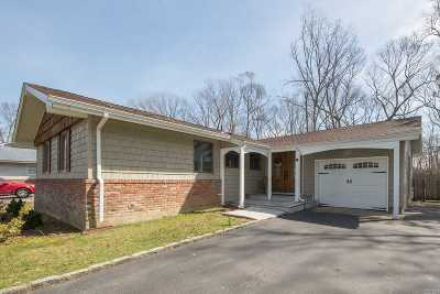 Hauppauge Single Family Home For Sale: 67 Eagle Ln