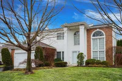 Commack Condo/Townhouse For Sale: 159 Country Club Dr