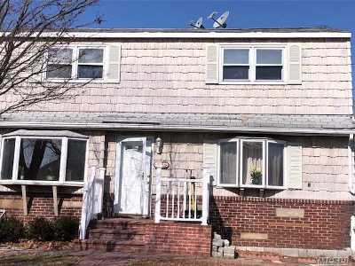 Copiague Single Family Home For Sale: 115 Maple Ct